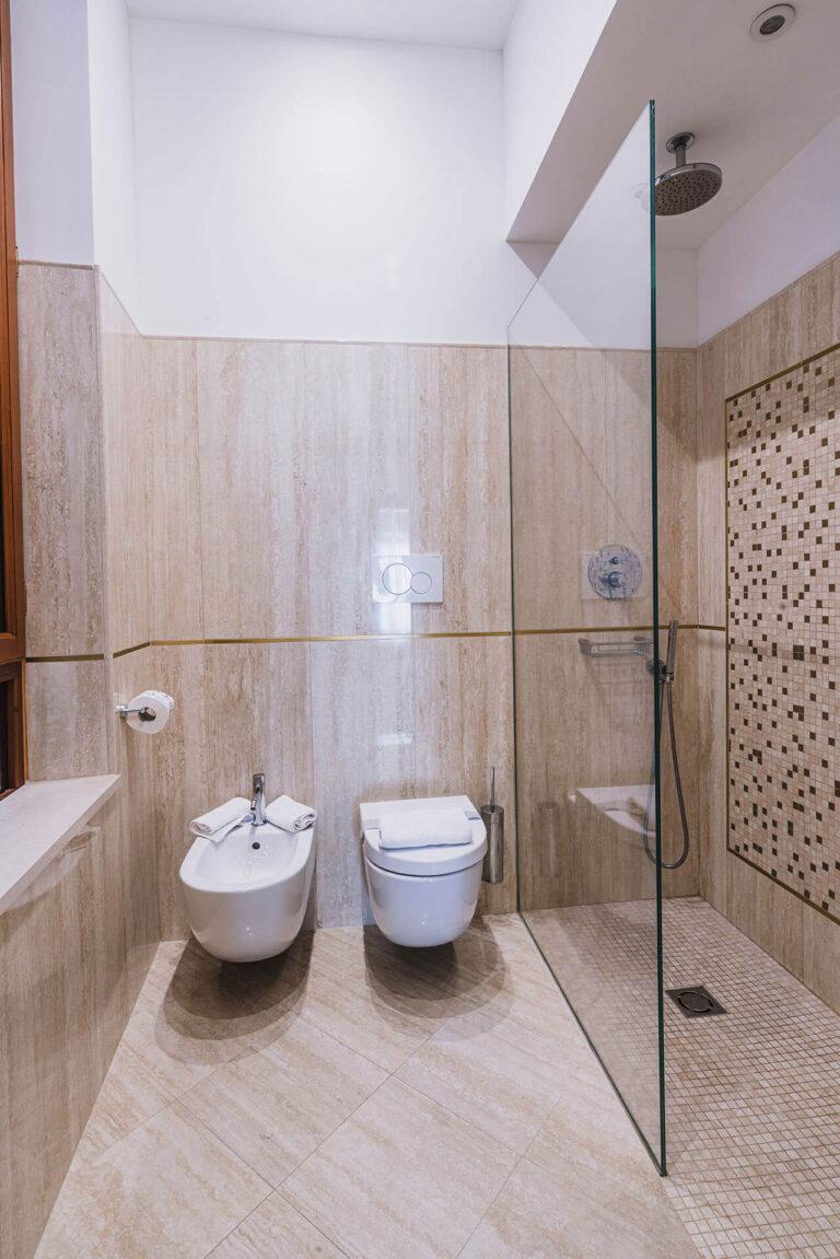 Bagno doccia Junior Suite